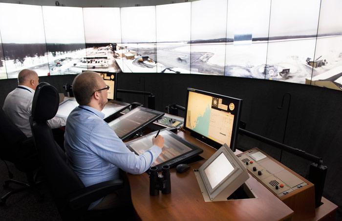 کنترل ترافیک فرودگاه اورنسکولدسویک سوئد از مرکز کنترل ترافیک هوایی در شهر ساندنوال